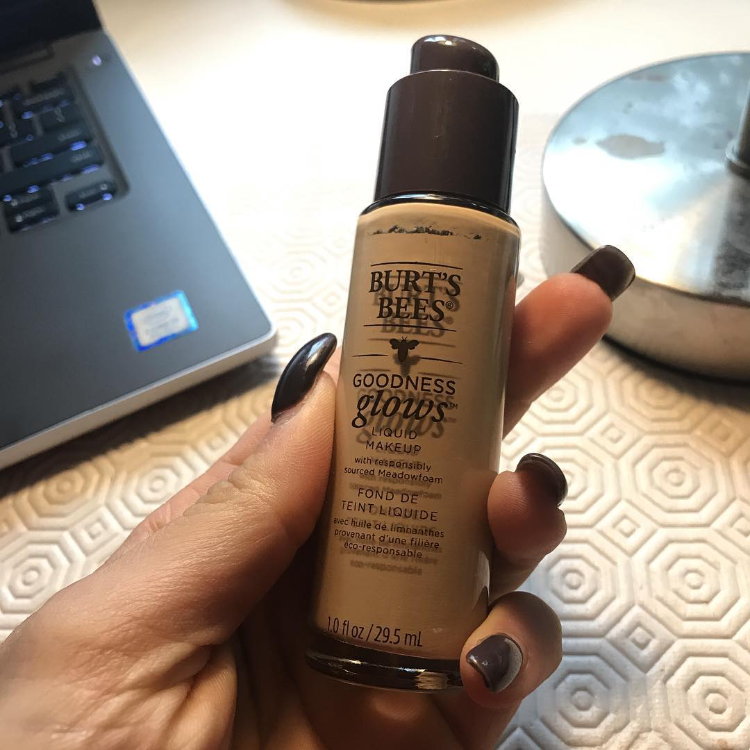 Burt's Bees® Goodness Glows Liquid Foundation Ivory 30ml